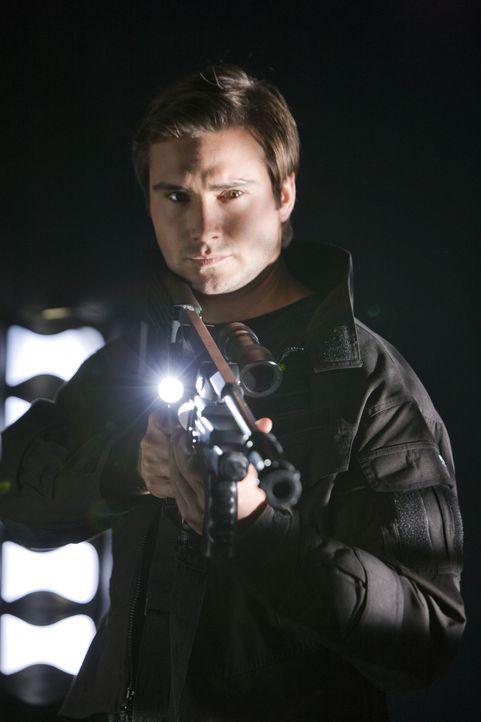 Macht Jagd auf mörderische Kreaturen: Captain Becker (Ben Mansfield) ... - Bildquelle: ITV Plc