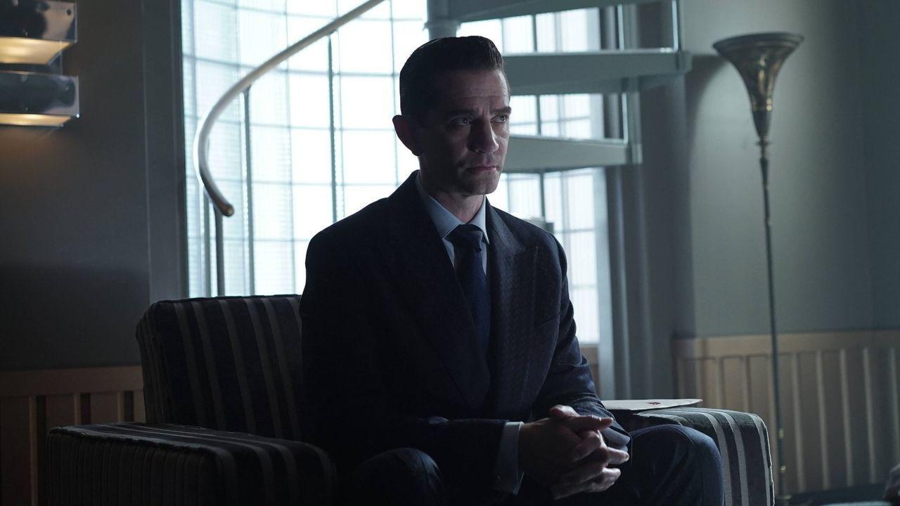Führt seine intriganten Pläne weiter fort: Theo Galavan (James Frain) ... - Bildquelle: Warner Brothers
