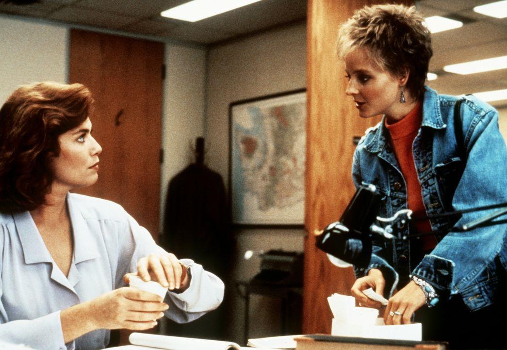 Zu spät begreift Katheryn Murphy (Kelly McGillis, l.), dass ihr Deal eine erneute Demütigung für Sarah (Jodie Foster, r.) bedeutet ... - Bildquelle: Paramount Pictures