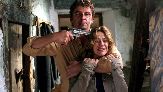 Felix Vogler (Hans Sigl, l.) hat Esther (Alexandra Neldel, r.) in seine Gewal...