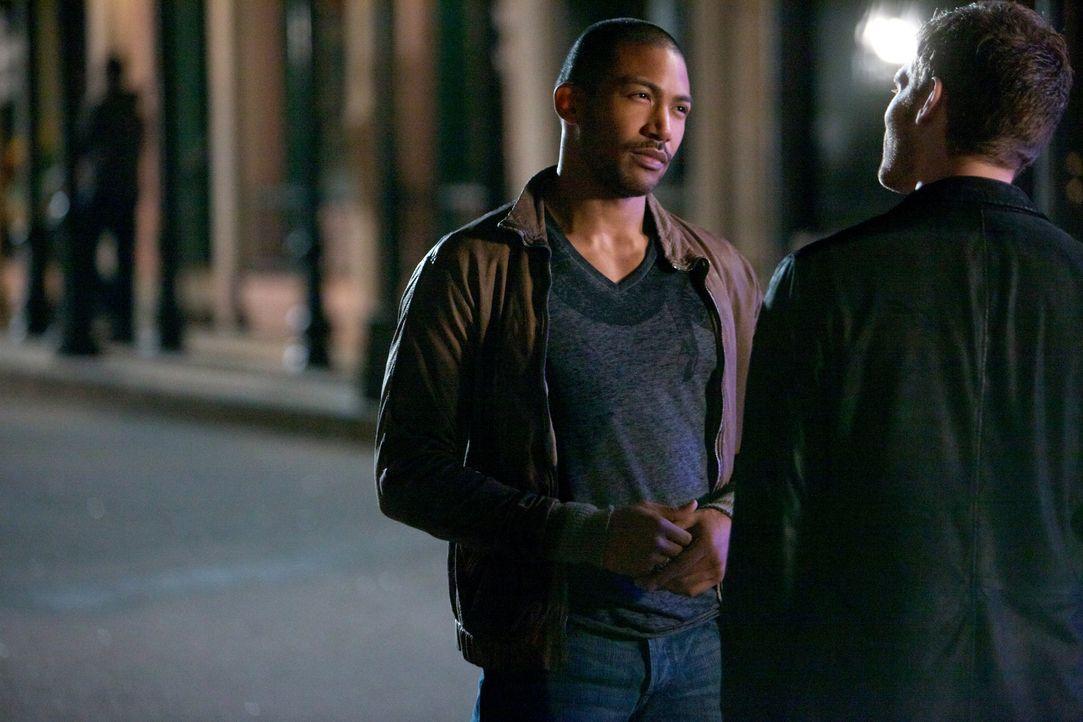 Gespräch unter echten Männern/Vampiren - Bildquelle: Warner Bros. Entertainment Inc.