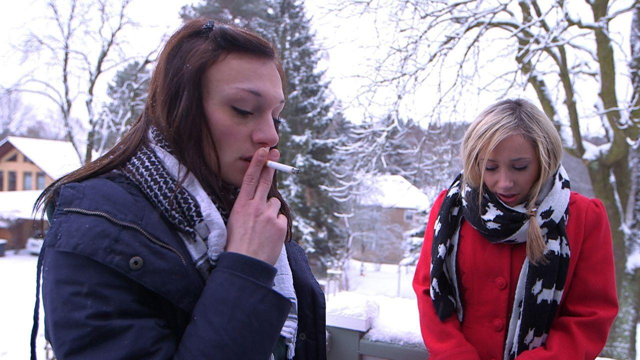 Schlechte Stimmung zwischen den Schwestern: Antonia (l.) und Louisa (r.) ... - Bildquelle: SAT.1