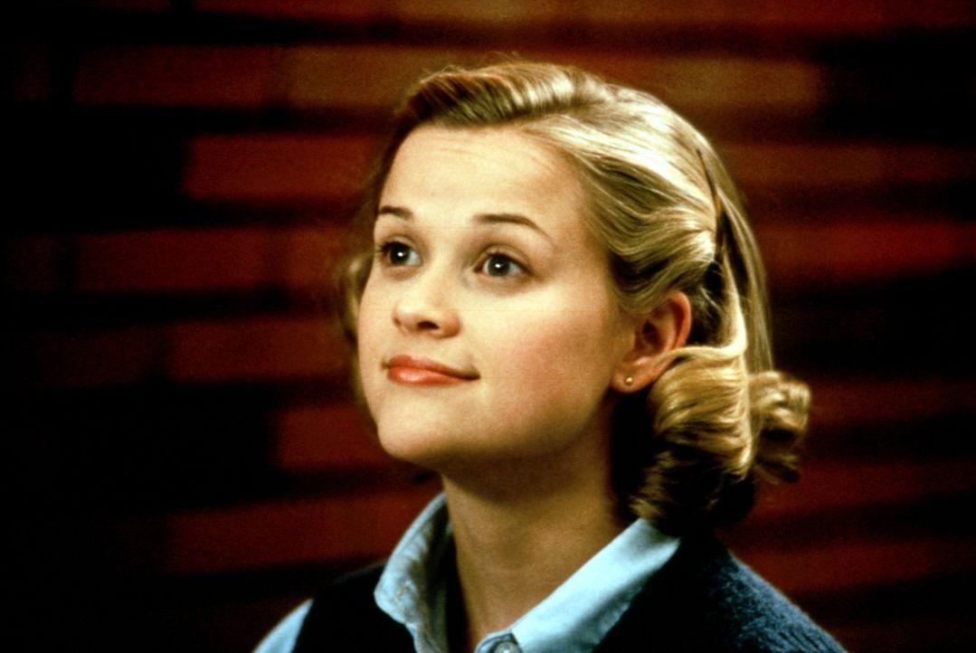 Tracy Flick (Reese Witherspoon), eine ehrgeizige Streberin, will Schulsprecherin werden - um jeden Preis. Berechnend läutet sie eine unsaubere Wahl... - Bildquelle: Paramount Pictures