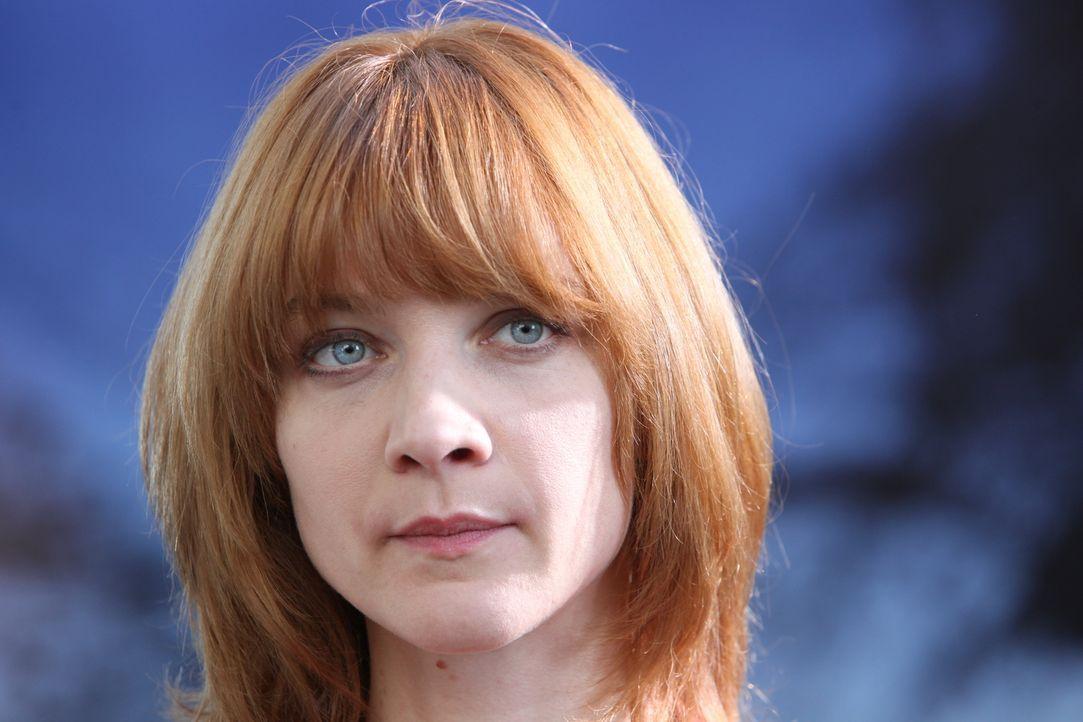 Schnell hat Chloé (Odile Vuillemin) eine Vermutung, wer den Mord begangen hat, doch ihr fehlt einfach das Motiv ... - Bildquelle: Xavier Cantat 2011 BEAUBOURG AUDIOVISUEL