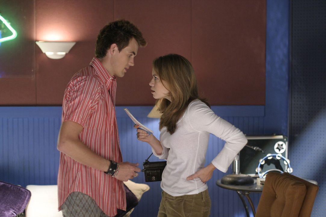 Haley (Bethany Joy Galeotti, r.) erklärt Chris (Tyler Hilton, l.), dass sie nicht mehr mit ihm zusammenarbeiten will ... - Bildquelle: Warner Bros. Pictures