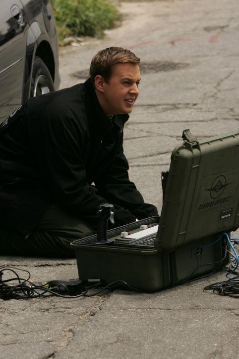 McGee (Sean Murray) ermittelt am Tatort ... - Bildquelle: CBS Television