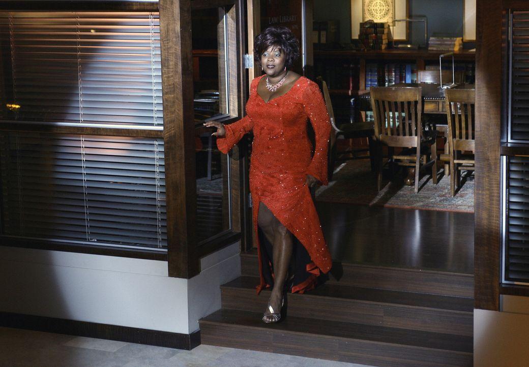 Von der Sekretärin zur Tänzerin: In Elis Vision wechselt Patti (Loretta Devine) die Rolle ... - Bildquelle: Disney - ABC International Television