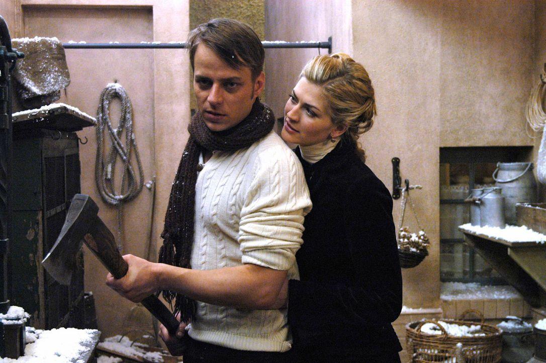 Fritzi (Nina Bott, r.) versucht wieder mit Hermann (Thomas Wlaschiha, l.) anzubändeln ... - Bildquelle: Aki Pfeiffer Sat.1