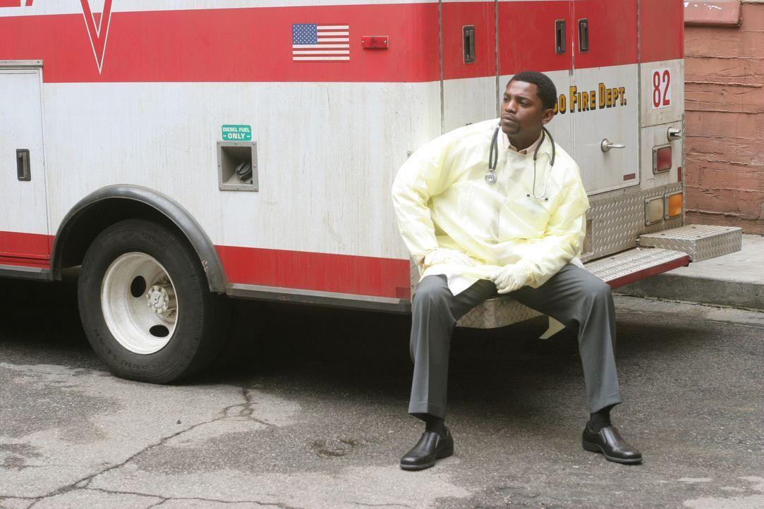Nachdem sein Vater überraschen in der Notaufnahme erschienen ist um ihn nach einer zweiten Chance zu bitten, ist Pratt (Mekhi Phifer) völlig durchei... - Bildquelle: Warner Bros. Television