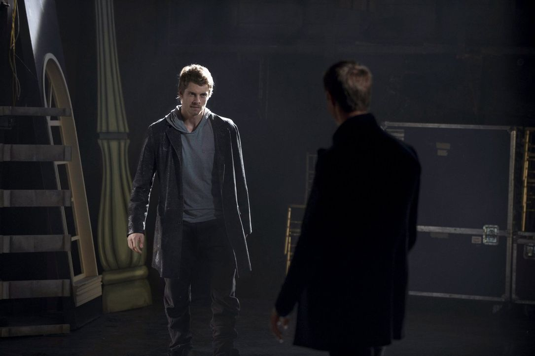 Johns (Luke Mitchell, l.) Beziehung zu Killian McCrane (Jason Dohring, r.) ist komplizierter als alle annehmen ... - Bildquelle: Warner Bros. Entertainment, Inc