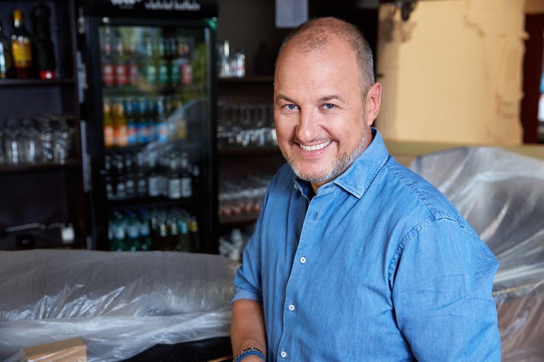 (9. Staffel) - Für viele Restaurants und Hotels die letzte Rettung: Sternekoch Frank Rosin ... - Bildquelle: Guido Engels kabel eins