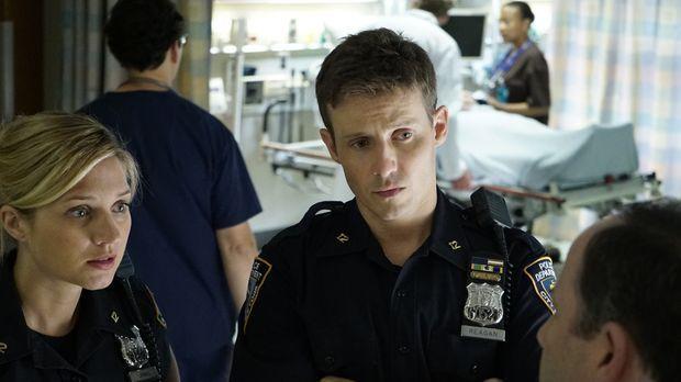 Eddie (Vanessa Ray, l.) hatte sich bereits von ihrem kriminellen Vater entfer...