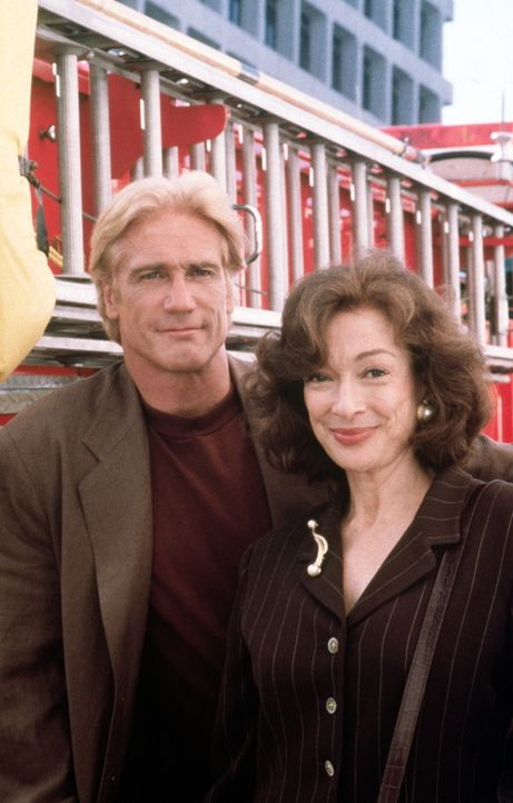 Detective Steve Sloan (Barry Van Dyke, l.) und Staatsanwältin Purcell (Dixie Carter, r.) ermitteln gemeinsam. - Bildquelle: Viacom