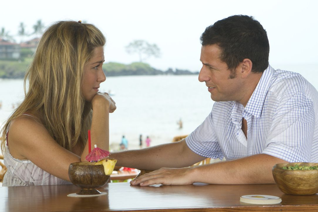 Kommen sich langsam näher: Danny (Adam Sandler, r.) und Katherine (Jennifer Aniston, l.) ... - Bildquelle: 2011 Columbia Pictures Industries, Inc. All Rights Reserved.