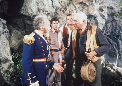 Bonanza - Joshua Norton (Sam Jaffe, l.) erklärt sich selbst zum Kaiser von Am...