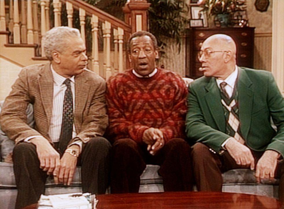 Russell (Earle Hyman, l.) und Lester (Dennis Scott, r.) haben durchaus Verständnis für Cliff (Bill Cosby), der einmal im Jahre 1967 lieber einen A... - Bildquelle: Viacom