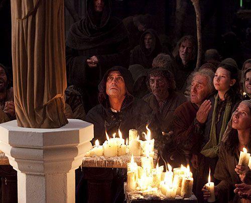 "In Kingsbridge hat Jacks ""weinende"" Madonna die Gläubigen überzeugt, den Kathedralenbau fortzusetzen. - Bildquelle: Egon Endrenyi - Tandem Productions - Pillars Productions"