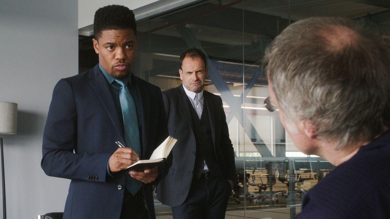 (v.l.n.r.) Detective Marcus Bell (Jon Michael Hill); Sherlock Holmes (Jonny Lee Miller) - Bildquelle: 2018 CBS Broadcasting, Inc. All Rights Reserved.
