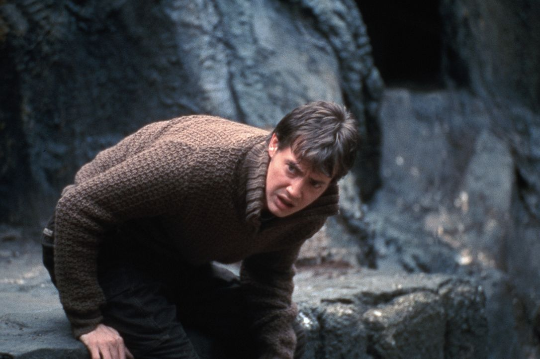 Die Reise nach Rumänien birgt für Luke (Jason London) viele Gefahren. Dort begibt er sich gemeinsam mit Pater Uffizi auf die Suche nach Dracula ... - Bildquelle: Buena Vista Home Entertainment, Inc. All rights reserved