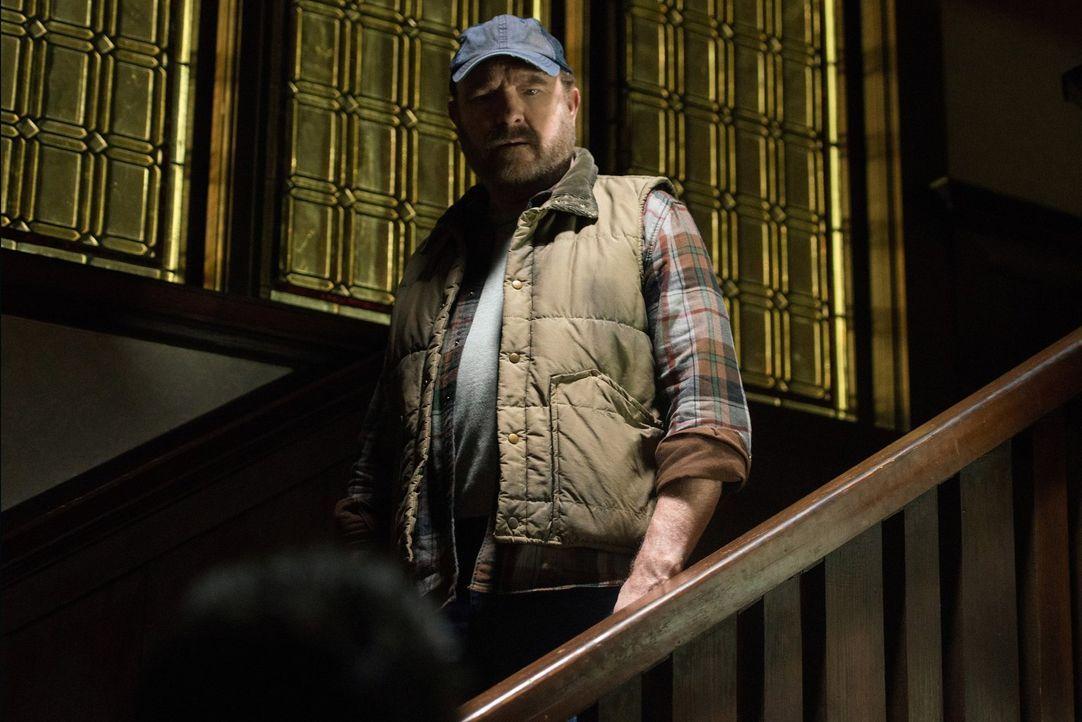 Vor Jahren bekämpfte Bobby (Jim Beaver) bereits eine gefährliche Kreatur, auf die jetzt Dean und Sam erneut stoßen. Können sie das Monster auslösche... - Bildquelle: 2014 Warner Brothers