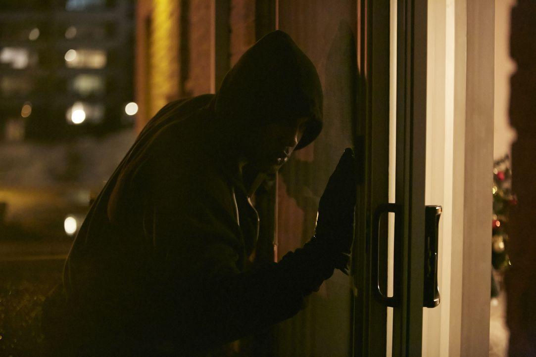 Hat Darius Kimbro (Shaun Hepburn) aus Rache seine 28-jährige Nachbarin Denise Collins vergewaltigt und erschlagen? - Bildquelle: Ian Watson Cineflix 2015
