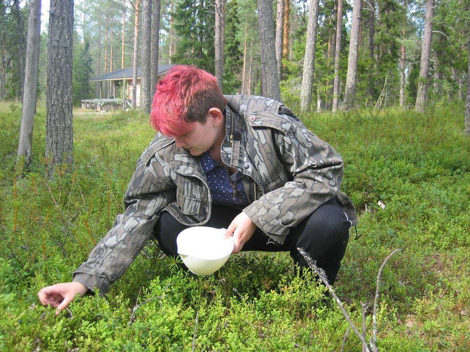Mitten in der finnischen Wildnis, 50 Kilometer von der nächsten Stadt entfernt. Fier sollen die beiden respektlosen Teenager Soner und Laura (Bild)... - Bildquelle: kabel eins