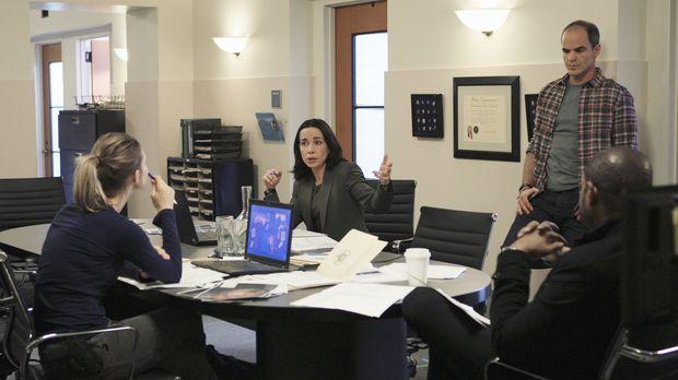Ein neuer Fall beschäftigt das Team: John (Michael Kelly, 2.v.r.), Beth (Jane...
