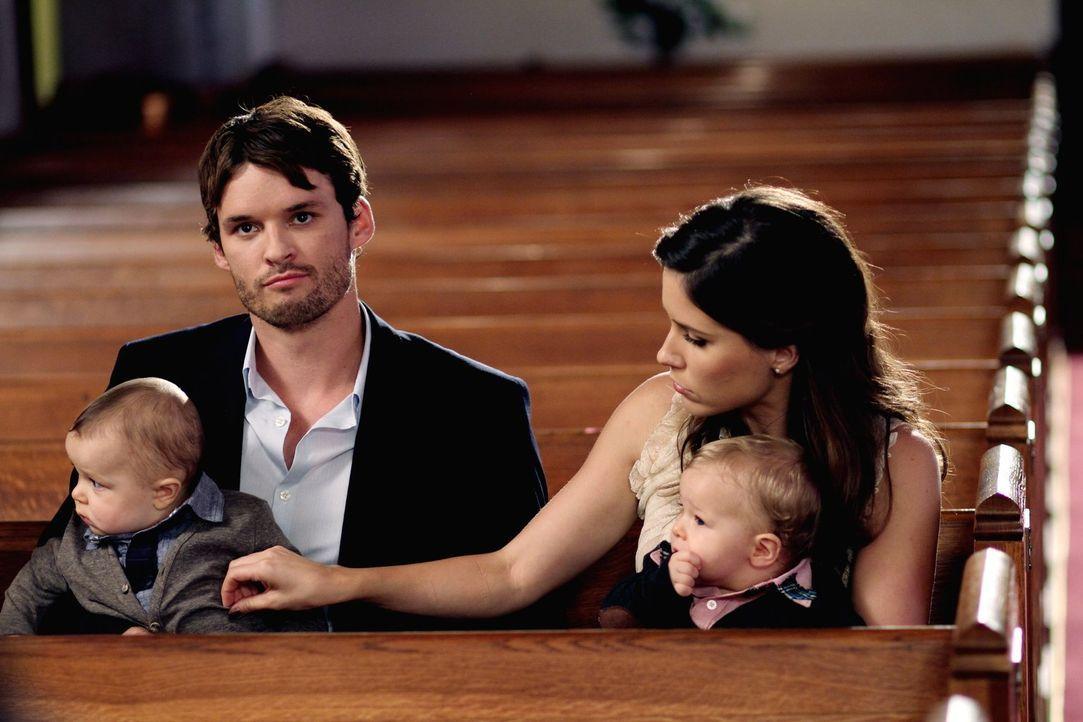 Julian (Austin Nicholas, l.) und Brooke (Sophia Bush, r.) müssen sich an das neue Leben mit ihrem Nachwuchs gewöhnen. Leichter gesagt, als getan ... - Bildquelle: Warner Bros. Pictures