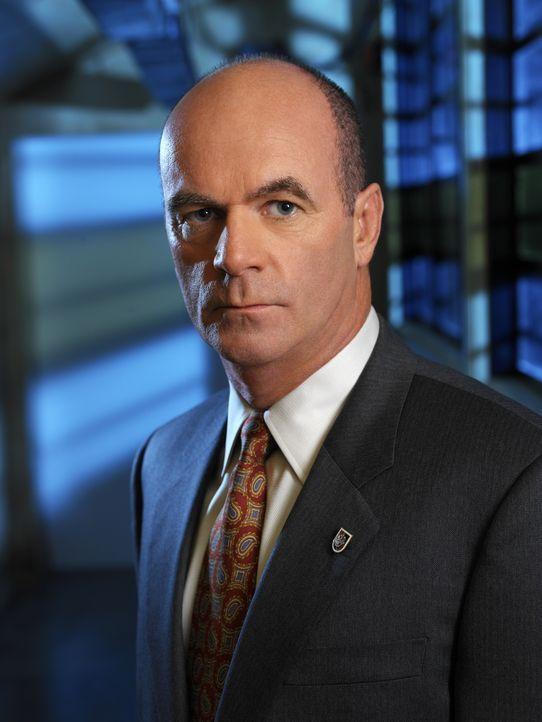 (2. Staffel) - Lt. John Stillman (John Finn) ist Lilly Rushs direkter Vorgesetzter und füllt außerdem die Rolle eines väterlichen Freundes aus - Bildquelle: Warner Bros. Television