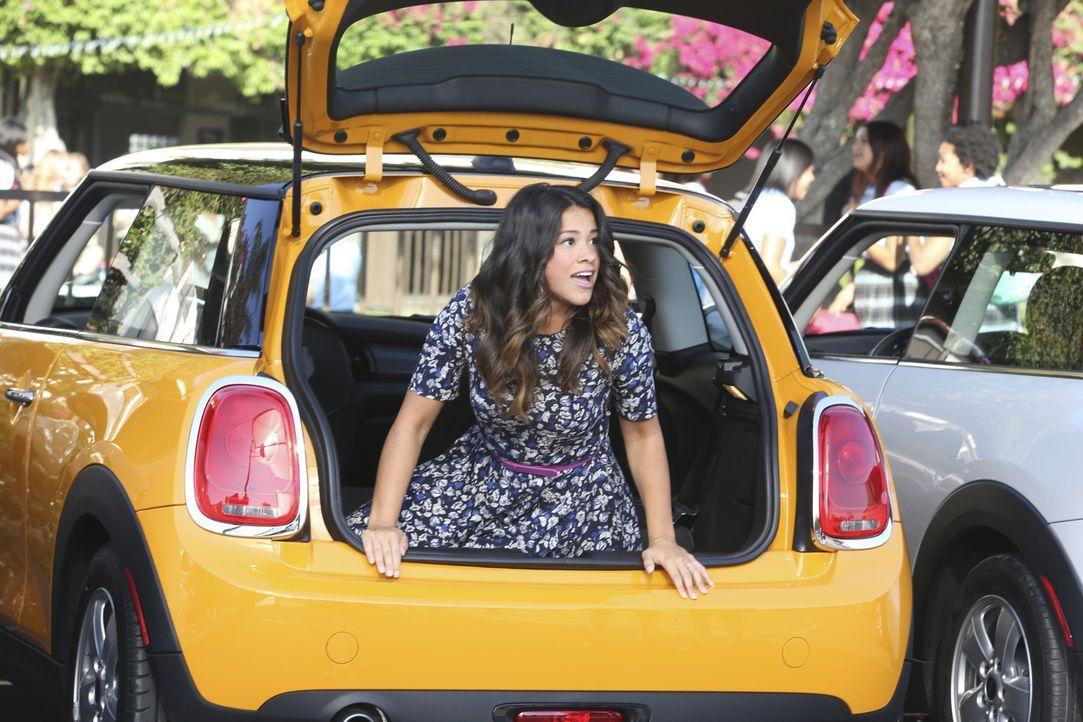 Ist hin- und hergerissen, wie sich ihre Beziehung zu Michael weiterentwickeln soll: Jane (Gina Rodriguez) ... - Bildquelle: 2014 The CW Network, LLC. All rights reserved.