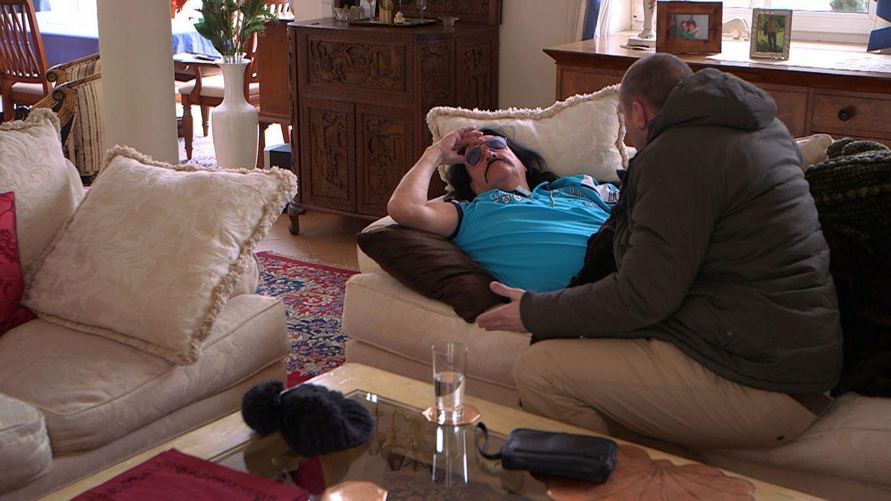 Während bei Michael (r.) und Christina Beziehungsfrust herrscht, wird Toni (l.) mit seiner Vergangenheit konfrontiert: Er hat nur noch vier Wochen... - Bildquelle: SAT.1