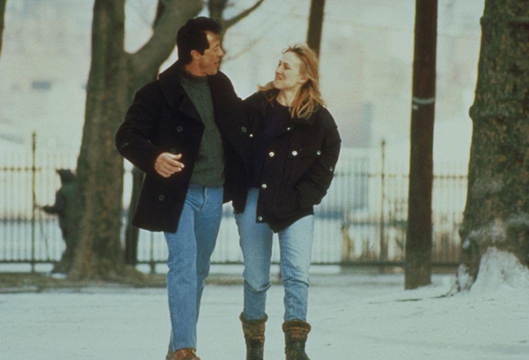 Nur ein Gedanke hält Frank (Sylvester Stallone) aufrecht: In sechs Monaten wird er entlassen und dann beginnt für ihn ein neues Leben mit seiner Fre...