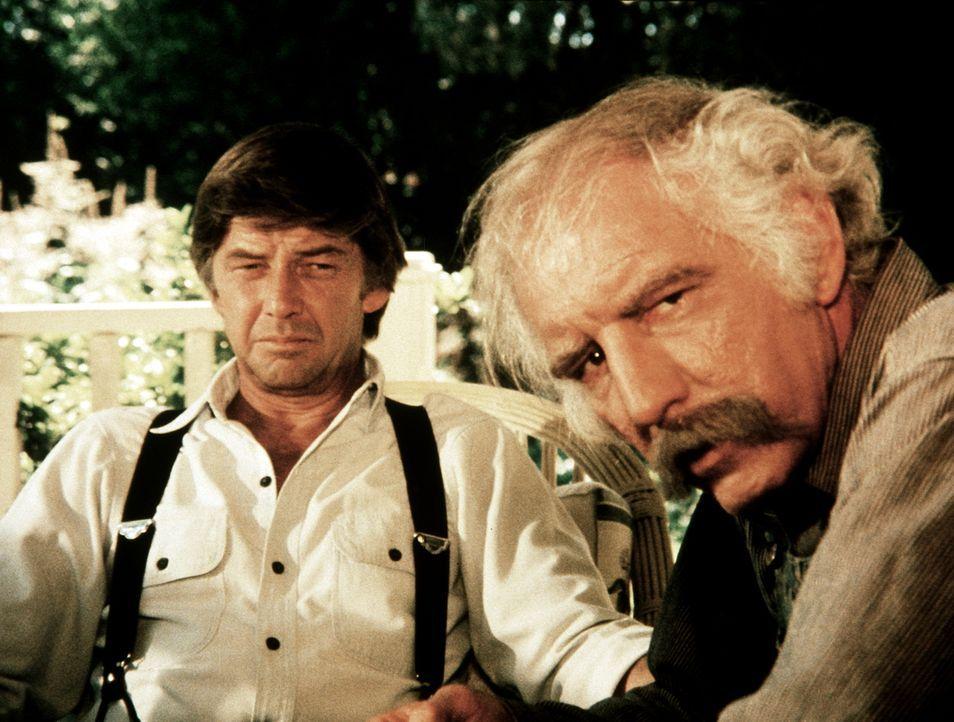 John (Ralph Waite, l.) und Boone (Morgan Woodward, r.) suchen nach Möglichkeiten, die drohende Zwangsräumung abzuwenden. - Bildquelle: WARNER BROS. INTERNATIONAL TELEVISION
