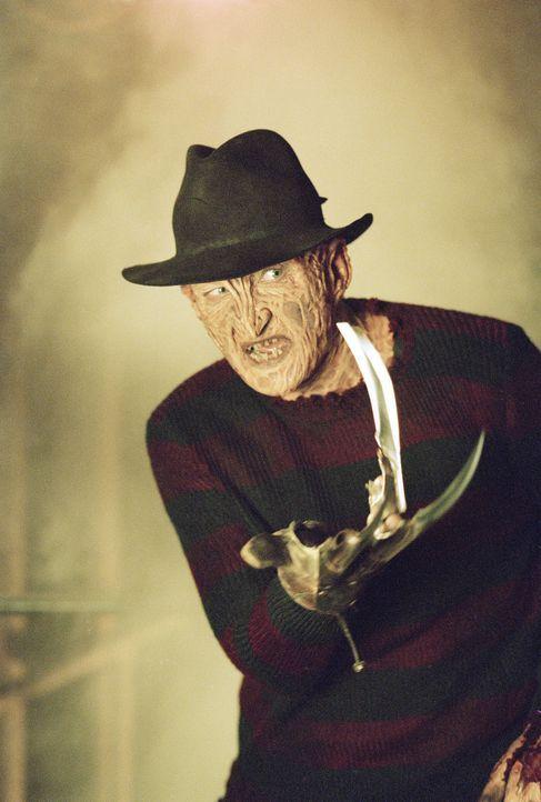Obwohl er längst in der Hölle schmort, sinnt Freddy Krueger (Robert Englund) auf Rache. Vor Jahren hat er seine unschuldigen Opfer im Traum heimge... - Bildquelle: Warner Bros. Pictures