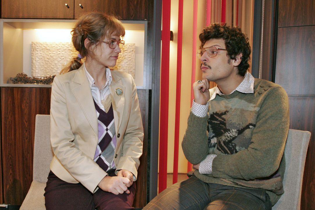 Lisa (Alexandra Neldel, l.) findet in Rokko (Manuel Cortez, r.) einen guten Zuhörer. - (Dieses Foto von Alexandra Neldel darf nur in Zusammenhang m... - Bildquelle: Noreen Flynn Sat.1