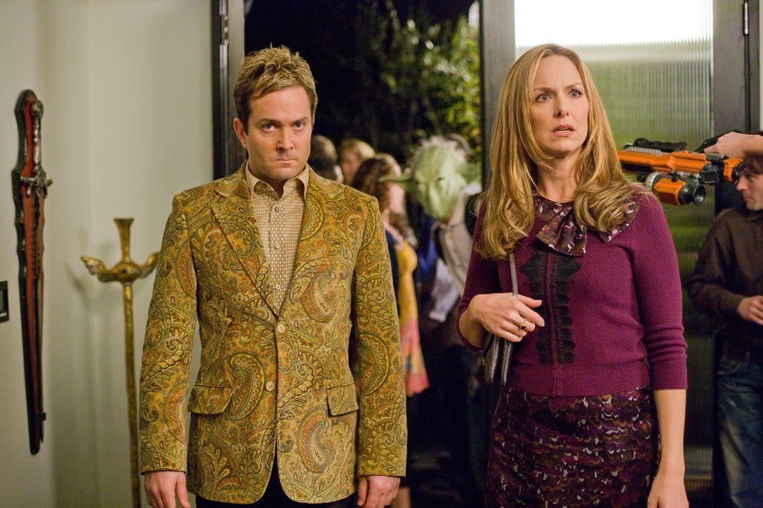 """Entpuppen sich als """"Herr der Ringe""""-Fans: Das schweißt Ned (Thomas Lennon, l.) und Jane Masterson (Melora Hardin, r.), die Direktorin der Hayden Hi... - Bildquelle: 2008   Warner Bros."""