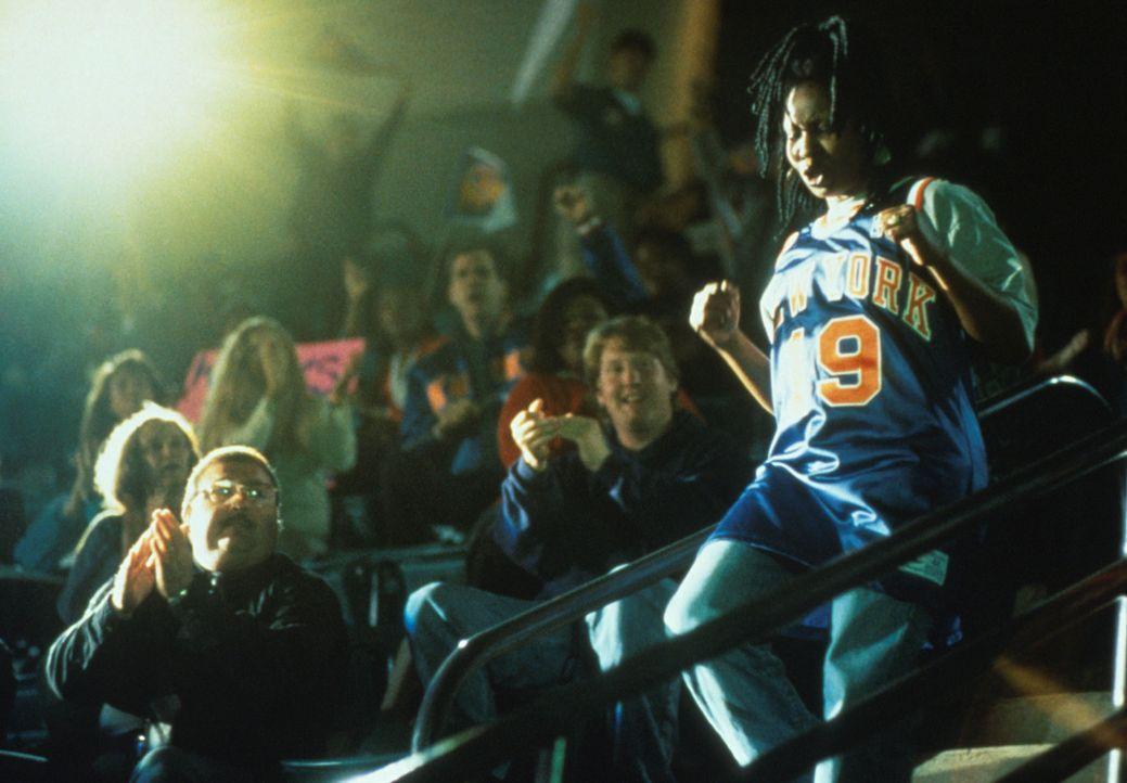 Die Fans lieben sie: Eddie (Whoopie Goldberg, r.) ... - Bildquelle: Myles Aronowitz Buena Vista Pictures