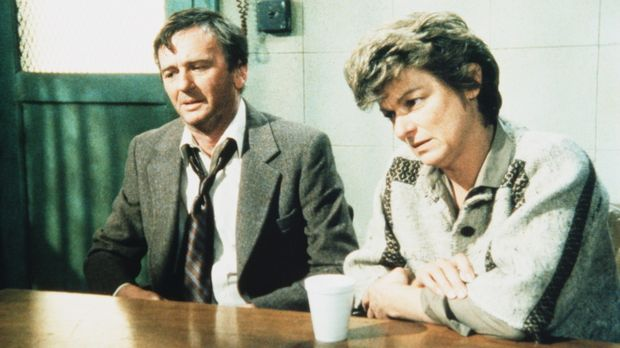 Mr. (J. C. Quinn, r.) und Mrs. Patterson (Anne Gee Byrd) sind verzweifelt. Ih...