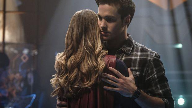 Wird Supergirl (Melissa Benoist, l.) ihren Hero Mon-El (Chris Wood, r.) für i...