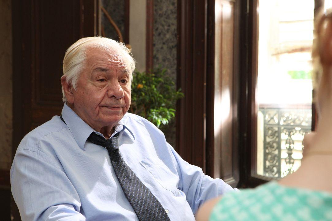 Kann Benoît Merlin (Michel Galabru) den Ermittlern helfen, zwei Morde aufzuklären? - Bildquelle: 2011 BEAUBOURG AUDIOVISUEL