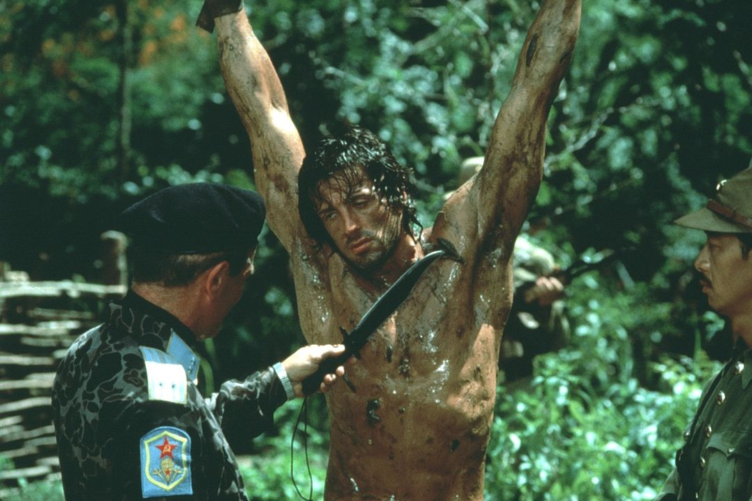 In Vietnam beginnt für John Rambo (Sylvester Stallone, M.) ein Kampf um Leben und Tod ... - Bildquelle: 1985 STUDIOCANAL. All Rights Reserved.