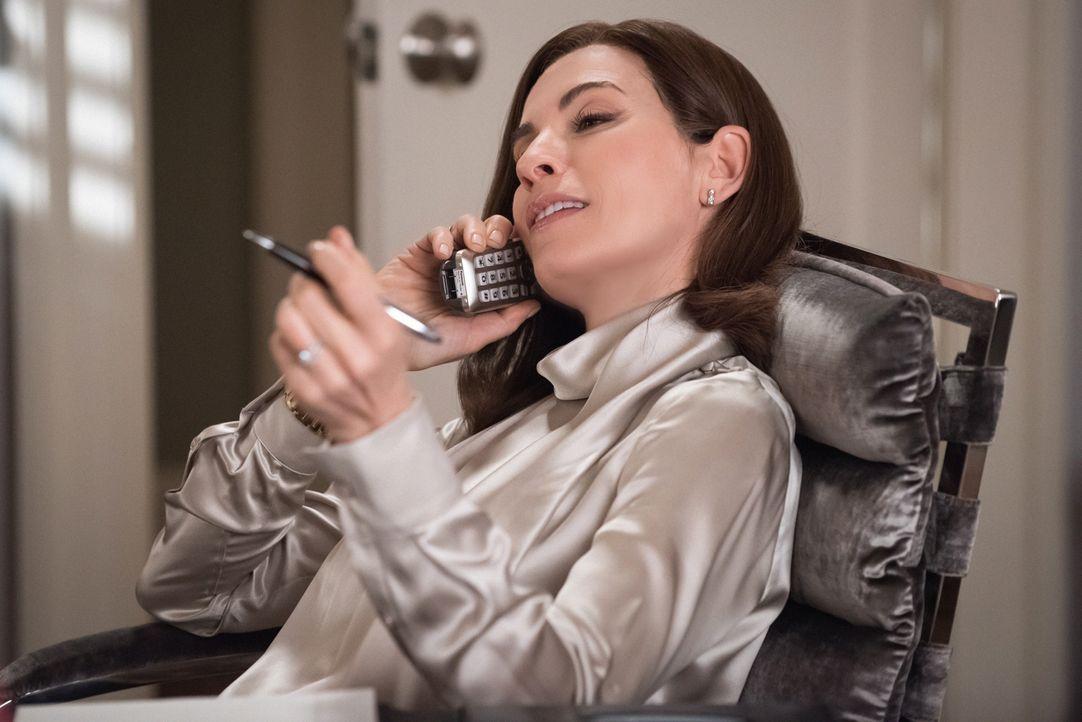 Alicia (Julianna Margulies) steht kurz davor ihre eigene kleine Kanzlei zu gründen, doch dann bekommt sie ein unerwartetes Partnerangebot ... - Bildquelle: Jeff Neumann 2012 CBS Broadcasting Inc. All Rights Reserved.
