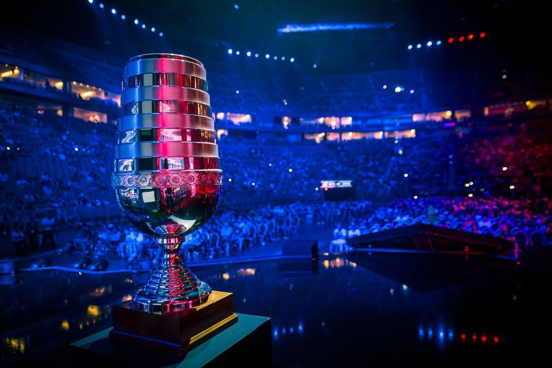 Auf die Gewinner des ESL One wartet nicht nur Ruhm und Ehre, sondern auch ein ganz besonderer Pokal ... - Bildquelle: Adela Sznajder, ESL