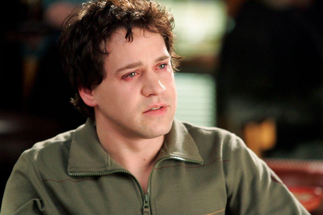 George (T.R. Knight) schleppt sich derweil mit einem schlimmen Kater durch die Krankenhausgänge, denn wer sich betrinken kann, kann auch arbeiten.... - Bildquelle: Touchstone Television