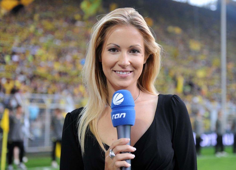 Andrea Kaiser moderiert die Übertragung der UEFA Europa League - Bildquelle: Wittters
