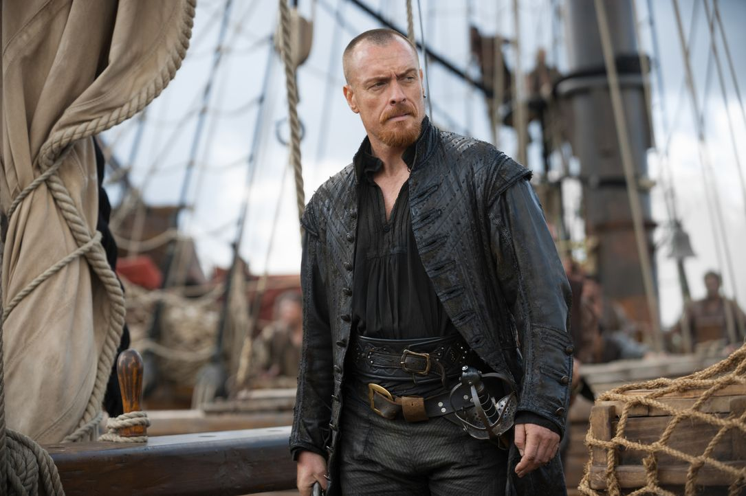 Captain Flint (Toby Stephens) und seine Crew stechen in See, um sich an all denen zu rächen, die gegen die Piraterie vorgehen ... - Bildquelle: David Bloomer 2016 Starz Entertainment, LLC. All Rights Reserved
