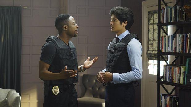 Ermitteln in einem neuen Fall: Lee (Jon Foo, r.) und Carter (Justin Hires, l....