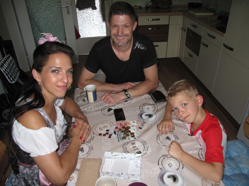 (v.l.n.r.) Karin van Summeren; Mike van Summeren; Paul - Bildquelle: SAT.1