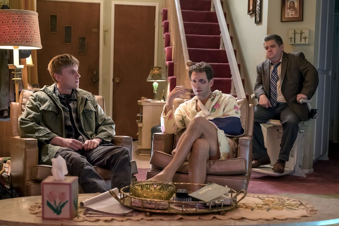 (v.l.n.r.) Devin (Jacob McCarthy); Jack (Glenn Howerton); Direktor Durbin (Patton Oswalt) - Bildquelle: Ron Batzdorff 2018 Universal Television LLC. ALL RIGHTS RESERVED./Ron Batzdorff