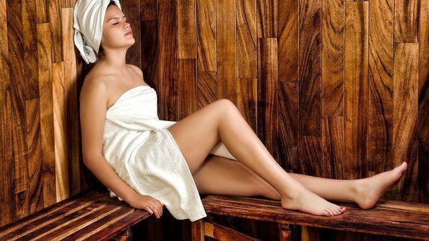 Sauna soll bei Erkältungen und beim Abnehmen helfen.